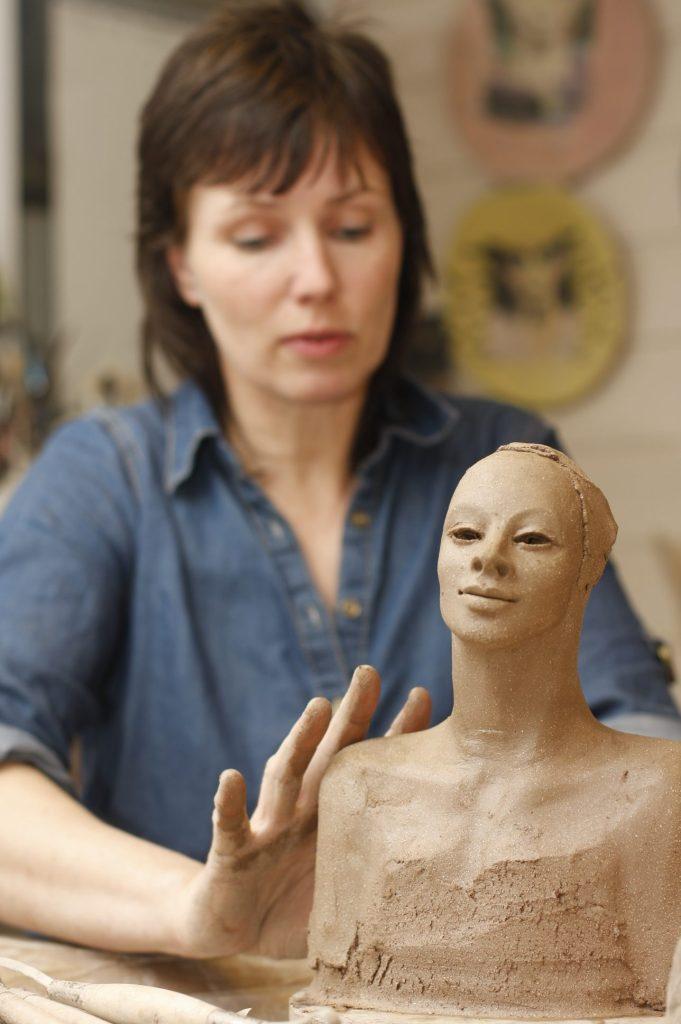 Modellering, i verkstedet, Ingun Dahlin, keramikk, skulptur, verksted, uferdig