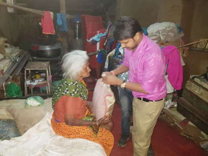 Dahod's collegians donated food on diwali festival