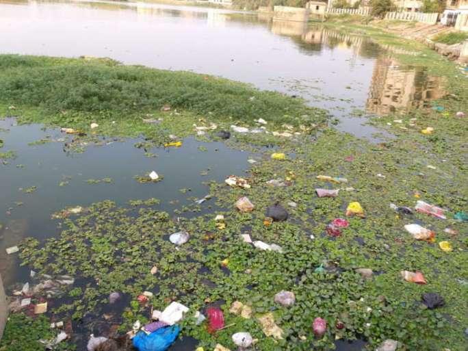 dirt in jaysinh's Chhab Lake in Dahod