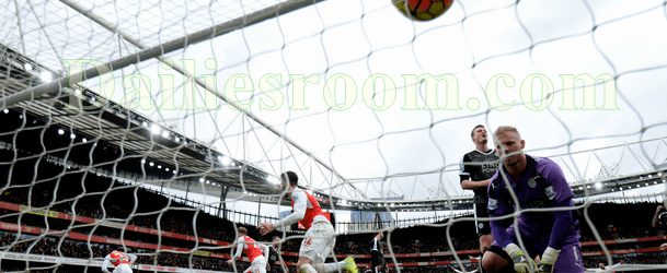 Arsenal Wins Leicester 2 Goals To 1 - Welbeck and Walcott brings EPL Title Hope Back