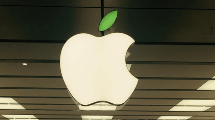Earth Day: Apple Observes Earth Day in it stores Worldwide, Turns Logos Green