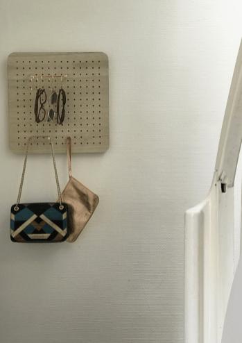 DIY-pegboard-le tableau-perforé-copyright-dailyaboutclo-01
