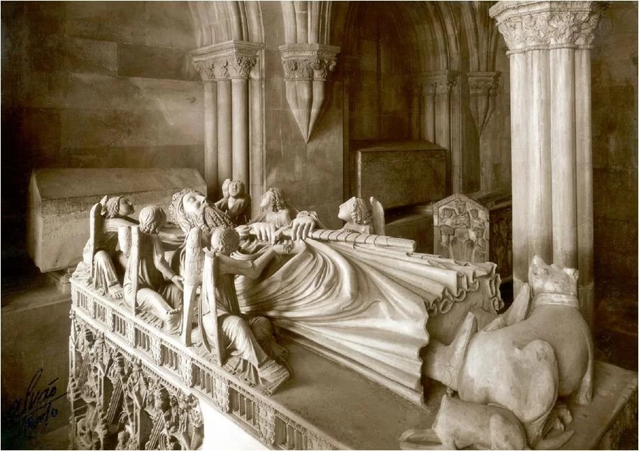 King Pedro's tomb. Source: http://flemingdeoliveira.blogspot.com
