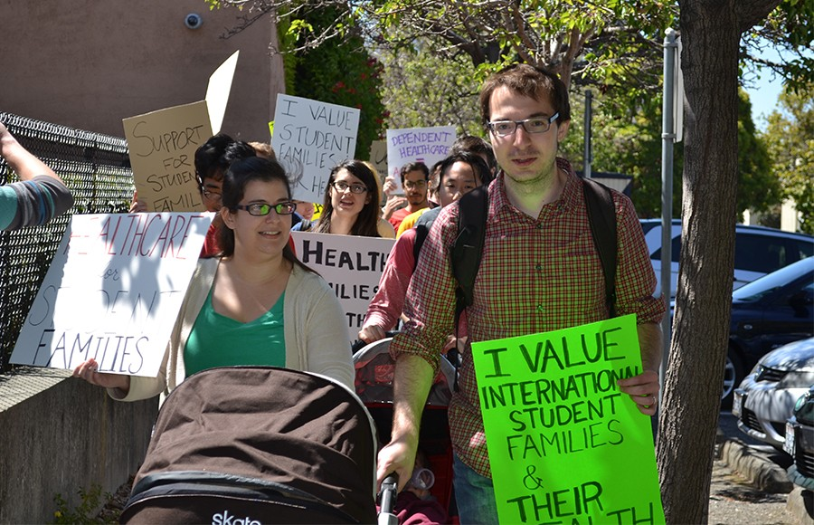 UC Berkeley students meet with officials about dependent