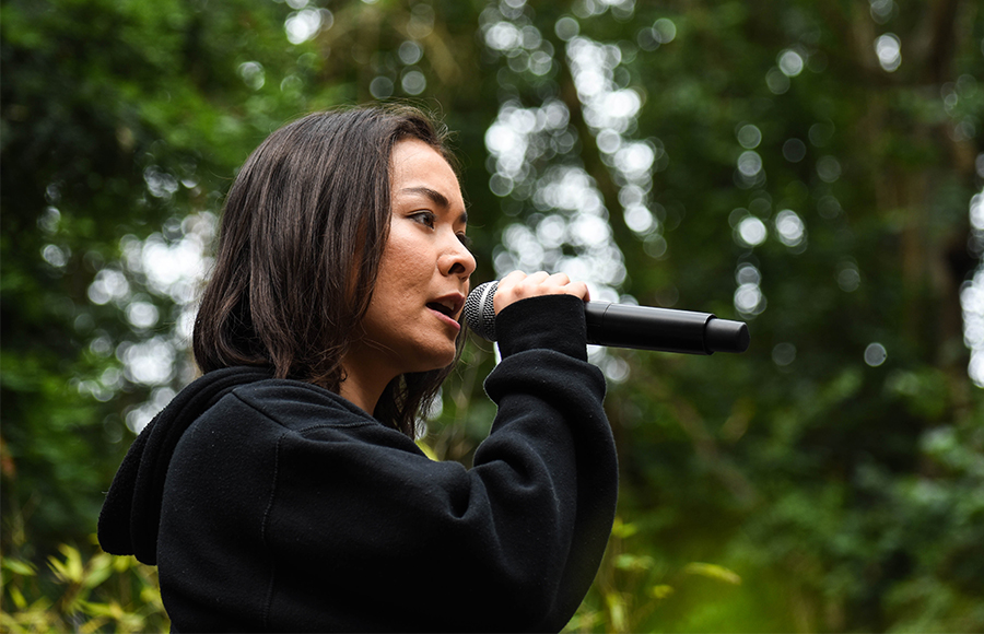 With aid from desk, Mitski plays energetic rock show at Stern Grove