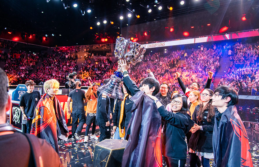 For A Song Funplus Phoenix Sweeps G2 Esports For 2019 World Championship Title
