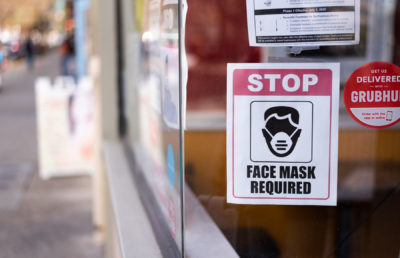photo of mask requirement sign