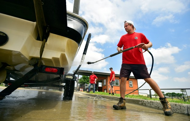 Boating policies, inspections keep invasive mussels at bay in Boulder, Broomfield counties