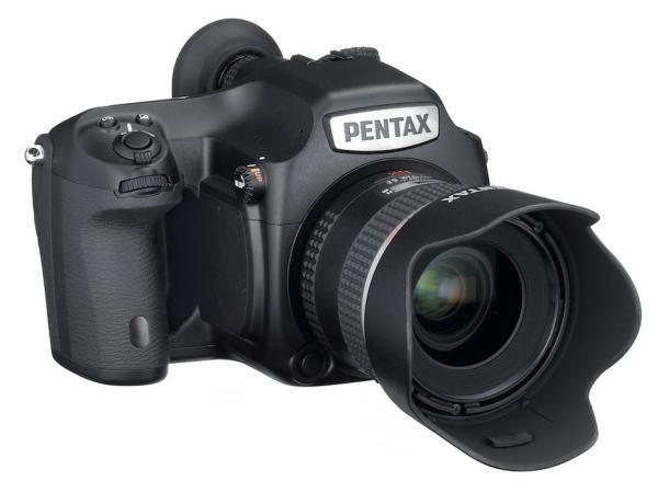 Pentax-645D-2014-medium-format-camera-00
