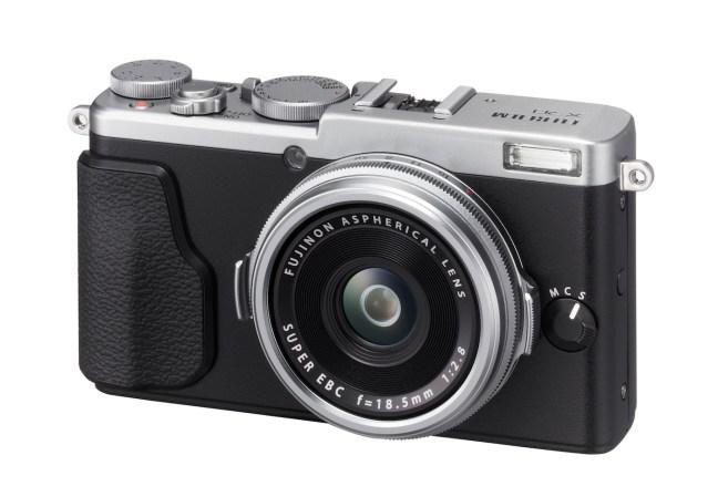 Fujifilm X70 and X-E2s Firmware Updates Released