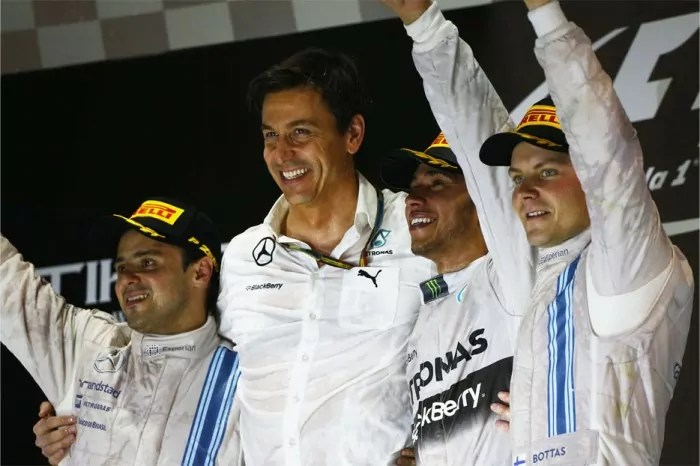 Lewis-Hamilton-2014-F1-World-Champion-Celebration-Abu-Dhabi-2014-Hug
