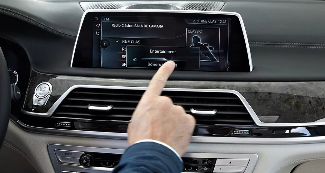 bmw-bragging-rights-high-tech-console