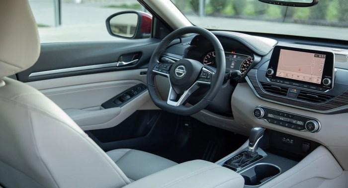 Nissan Altima - Dailycarblog.com