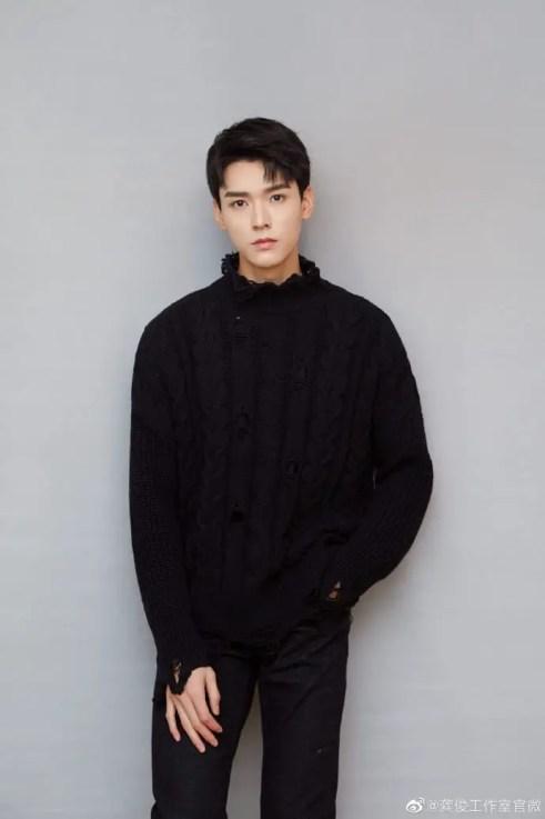 "006DurXoly1g8me3oz9iwj32j63ss7wi-200x300 Zhang Zhehan and Gong Jun To Star in ""Tian Ya Ke"", the Drama Adaptation of BL Novel ""Faraway Wanderers"" by Priest"