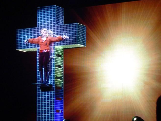 Madonna-cross