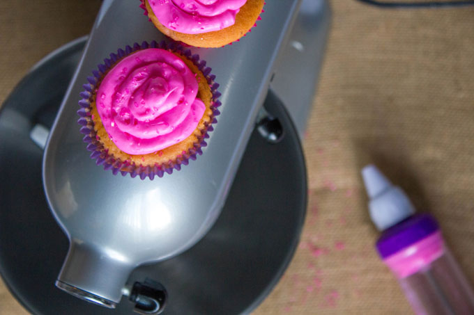 Strawberry Cupcakes with Strawberry Buttercream Frosting #10000cupcakes, #donate, #CookForTheCure