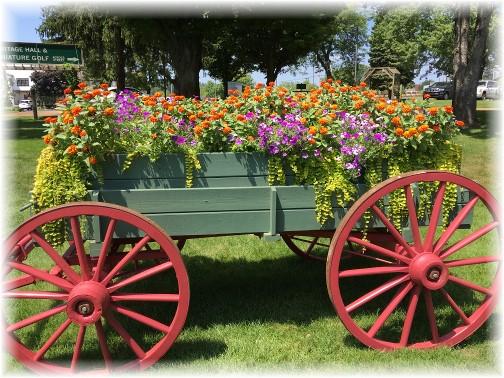 Flower cart at the Das Dutchman Essenhaus 8/4/16