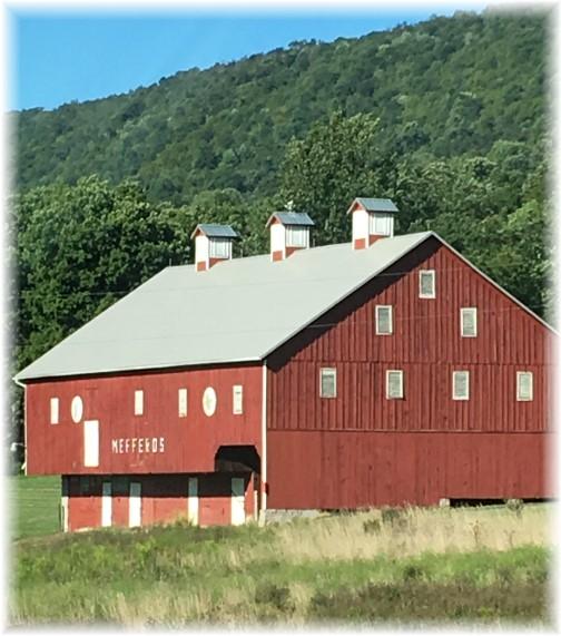 Red barn (Photo by Linda Trago)