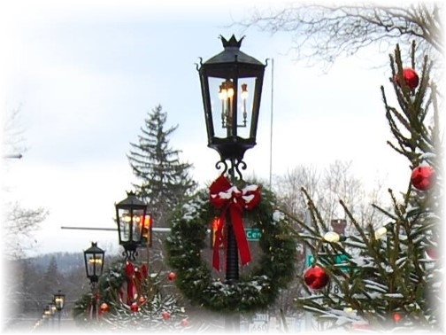 Wellsboro, PA gas lights at Christmas 12/13 (Photo by Doris Kurtz)