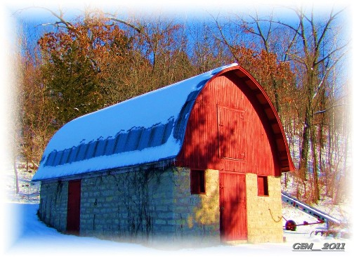 Wisconsin barn (photo by my cousin, Georgia)