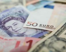 Euro Hits 33-Month Lows Against Franc