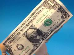 Dollar Firms as China Tensions Weigh