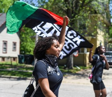 30 Articles on Nonviolent Protest