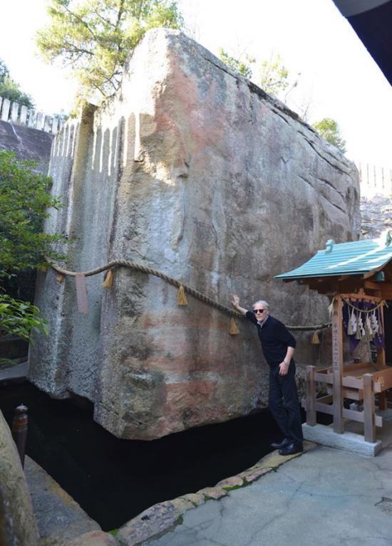 Graham Hancock at Ishi-no-Hōden. Photo by Santha Faiia.