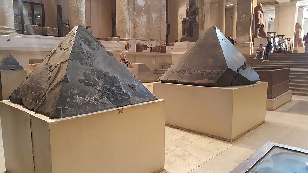 Pyramidion capstones in the Cairo Museum (Ovedc, CC by SA 4.0)