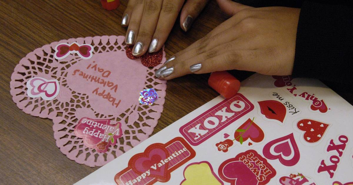 Glendale Heights Collecting Valentines For Veterans