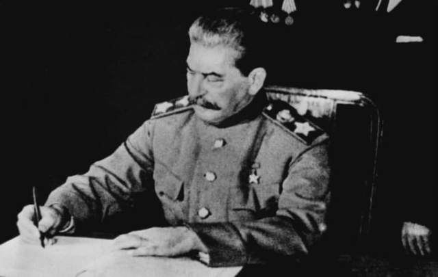 Joseph Stalin signs a treaty of friendship and mutual aid between the USSR and Poland, April 21, 1945.