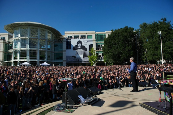 tim_cook_steve_jobs_celebration