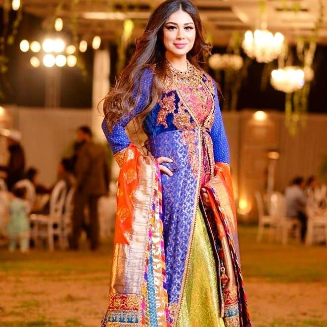 New Photos of Actress Sidra Batool with her Husband and Daughter at a Wedding Event