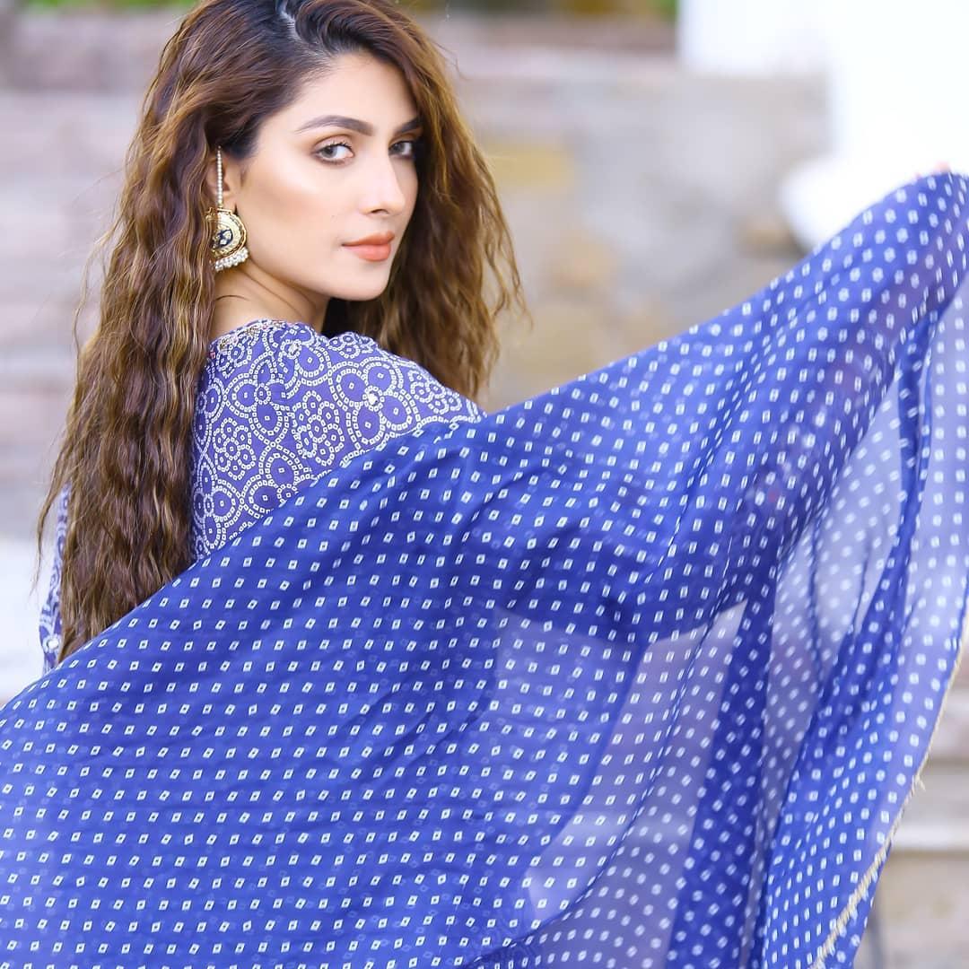 Ayeza Khan and Muneb Butt on set of their upcoming Drama Yaariyan