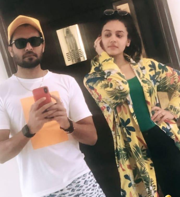 Zara Noor Abbas and Asad Siddique Walk on Ramp at PSFW 19