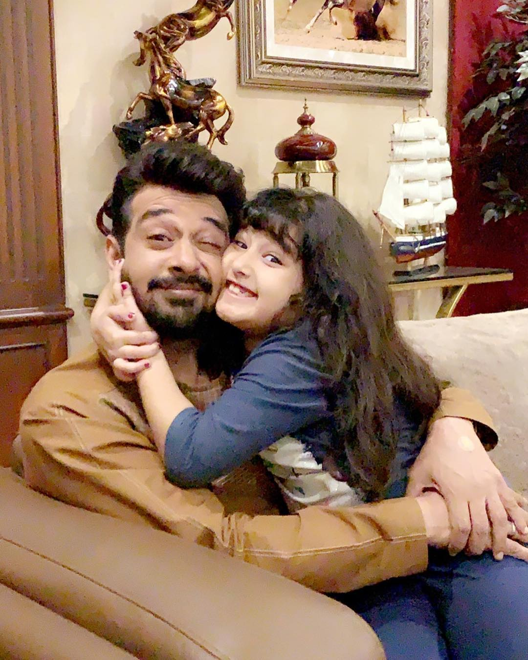 New Awesome Photos of Faysal Qureshi with his Wife and Daughter