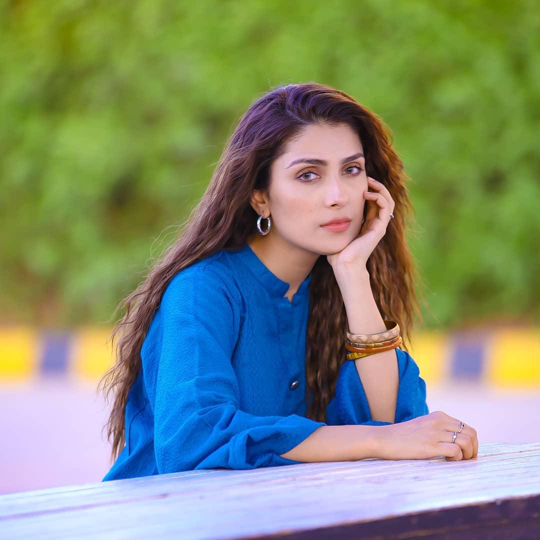 New Awesome Photos of Ayeza Khan