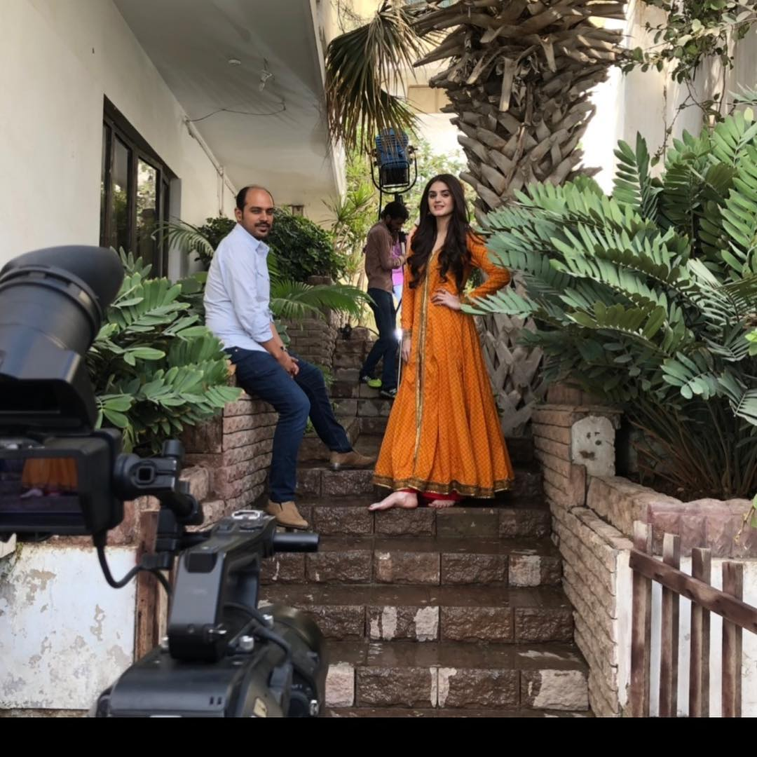 Hira Mani Shared Awesome Photos from the Set of Do Bol
