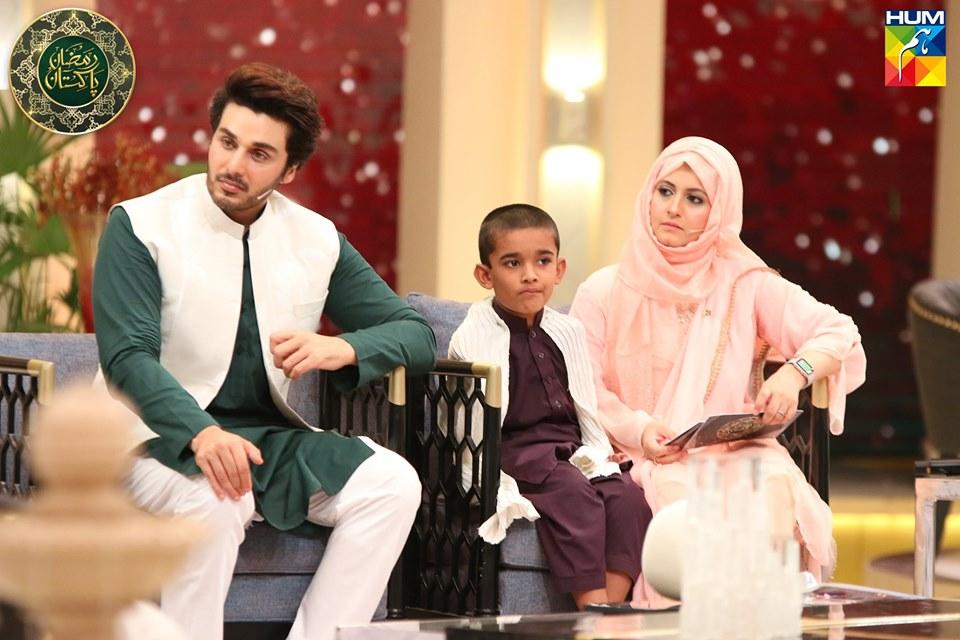 Awesome Photos of Bushra Amir Hosting Hum Tv Ramazan Transmission