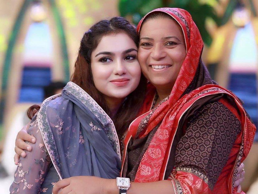 Awesome Photos of Syeda Tuba Amir in Ptv News Ramzan Transmission