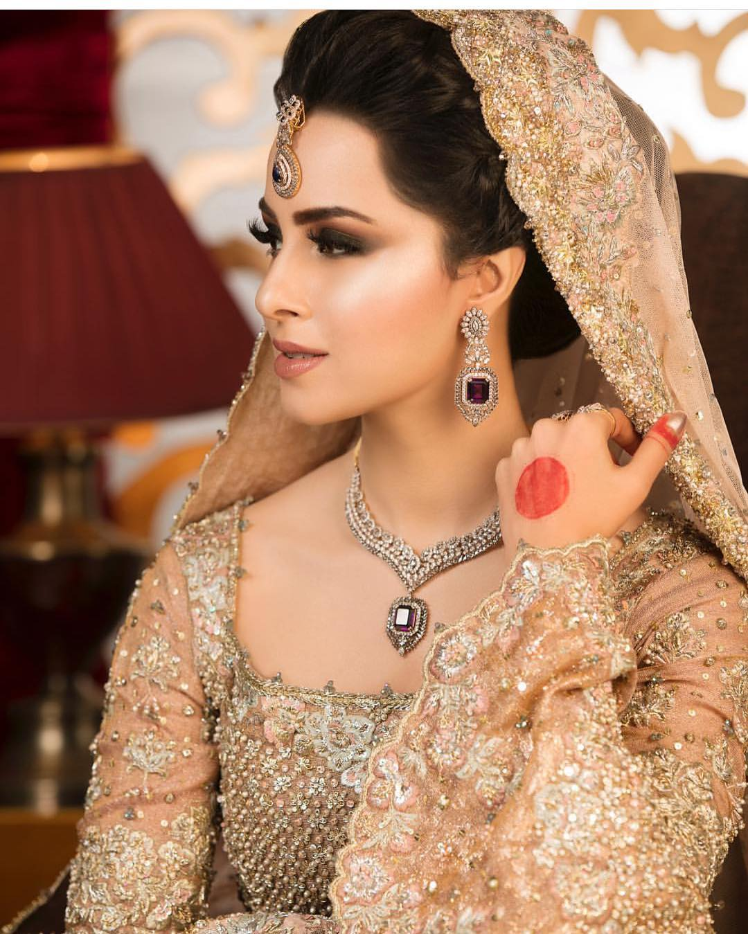 New Awesome Pictures of Beautiful Nimra Khan