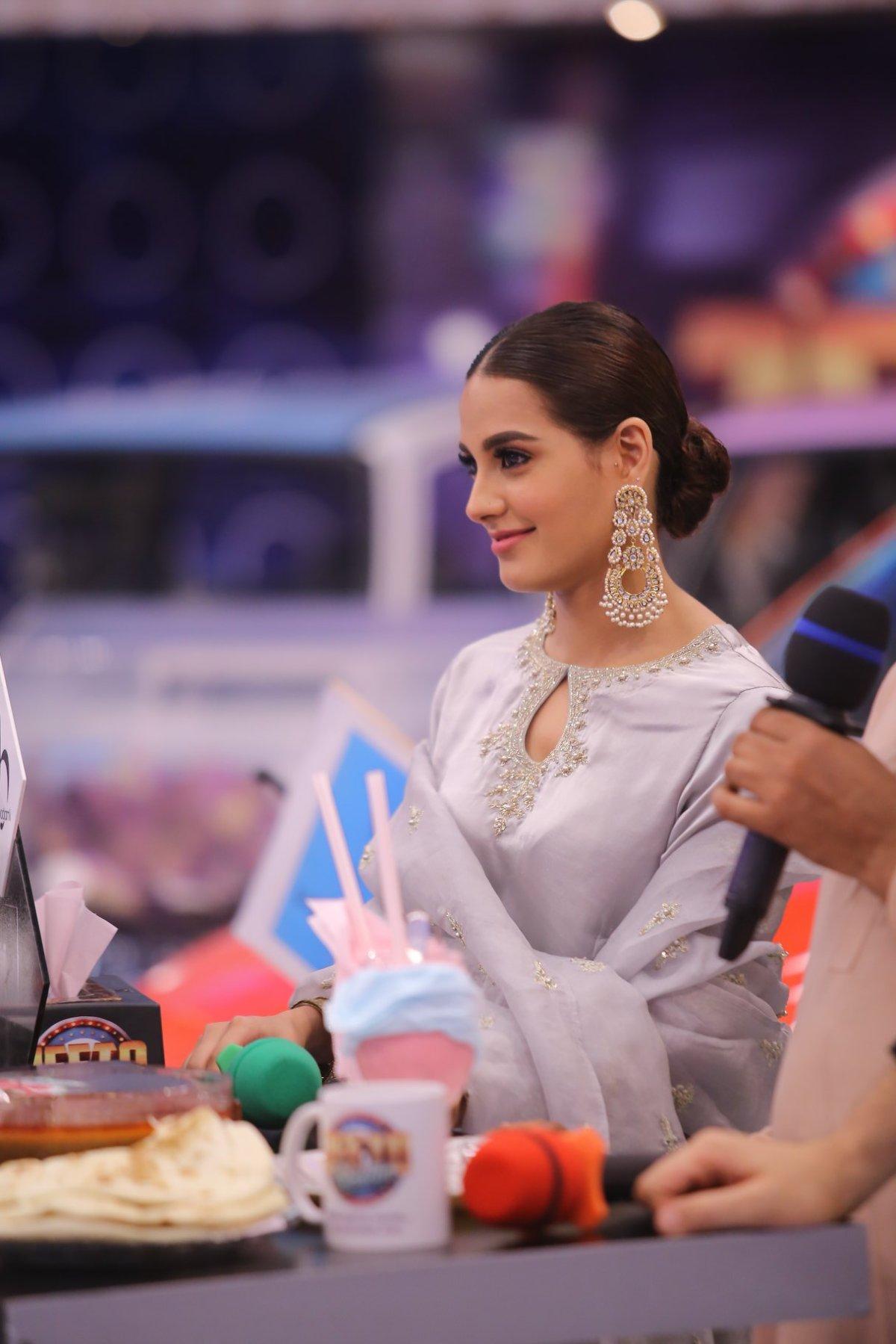 Beautiful Iqra Aziz and Ahsan Khan in ARY Jeeto Pakistan