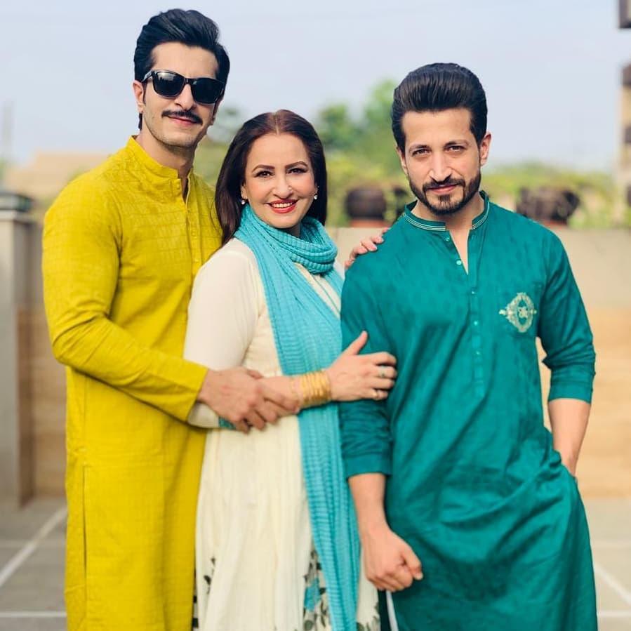 Awesome Eid Photos of Saba Faisal with her Family