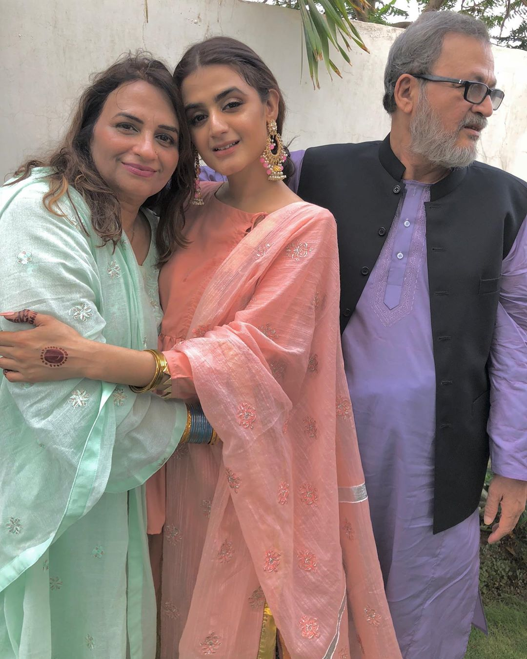 Awesome New Eid Photos of Hira Mani with her Family
