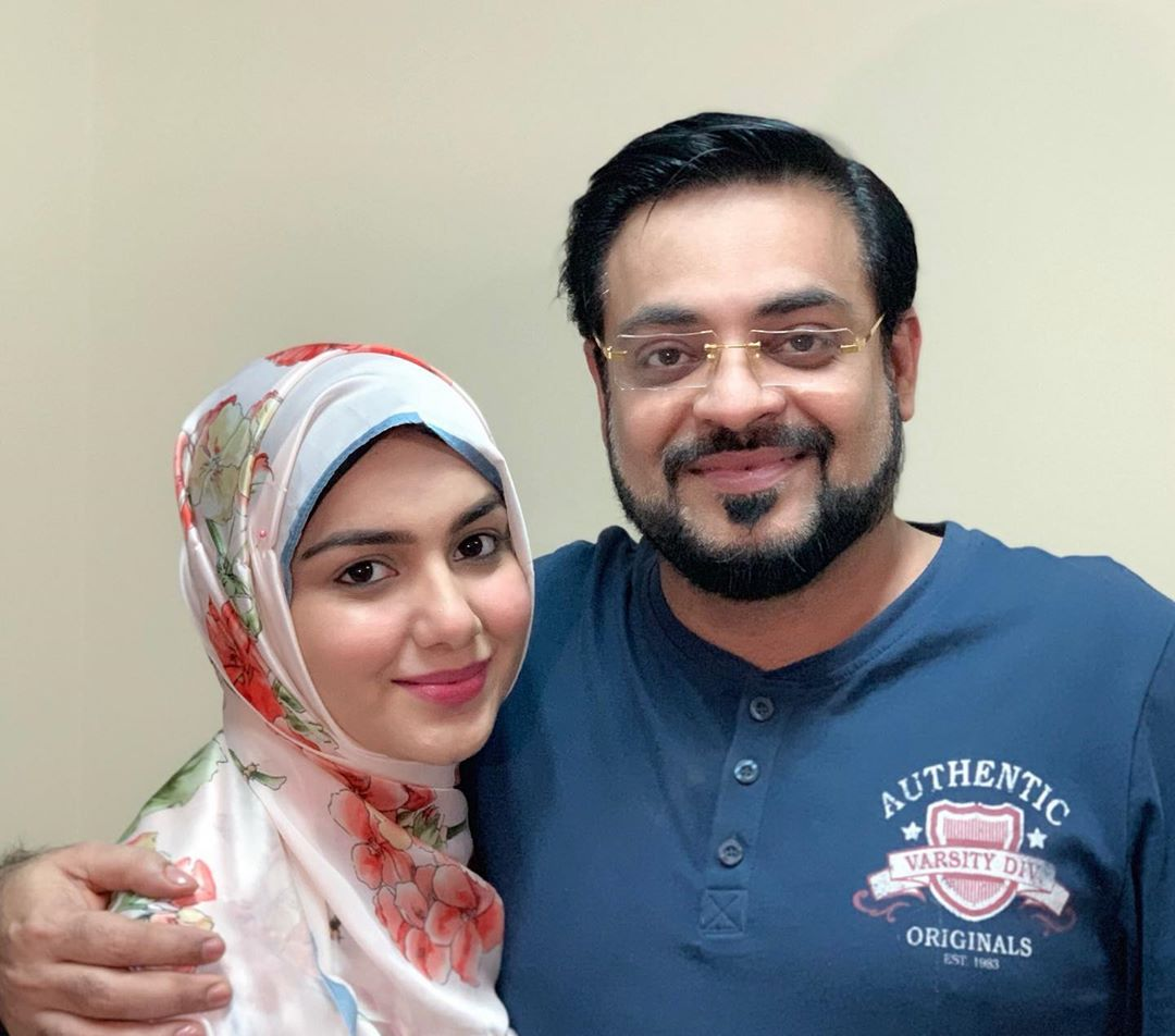 New Awesome Photos of Amir Liaquat with his Wife Tuba Amir in Madinah