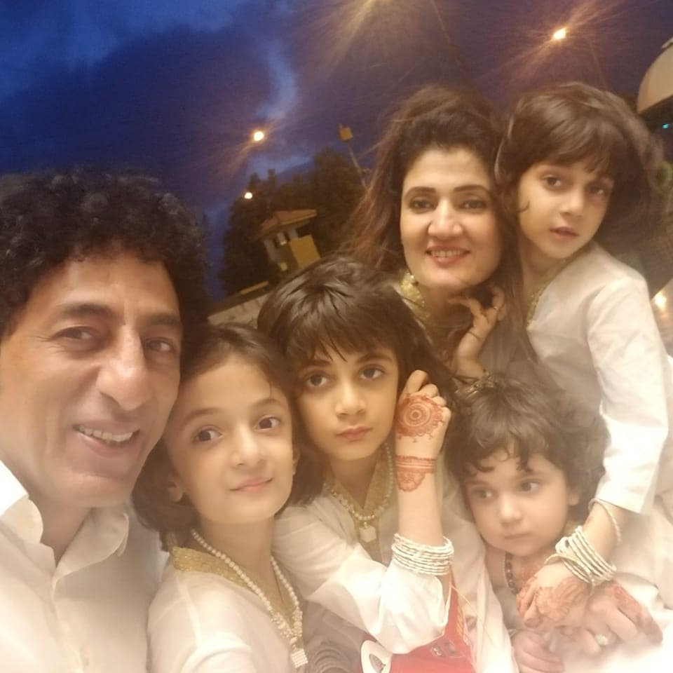 New Awesome Photos of Adnan Shah Tipu with his Wife and Cute Daughters