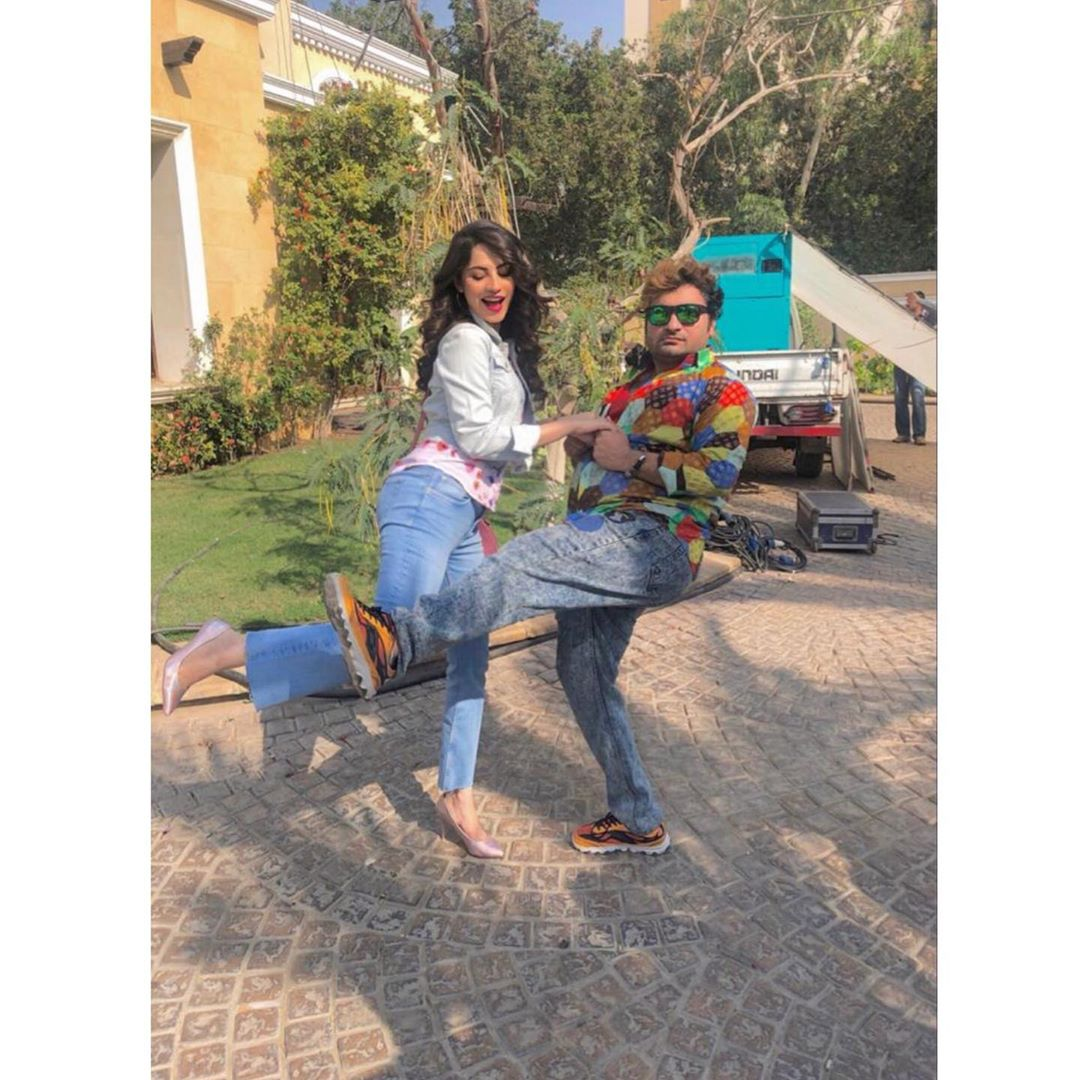 Awesome Behind the Scenes Photos of Sana Fakhar and Neelam Muneer on set of Wrong No 2