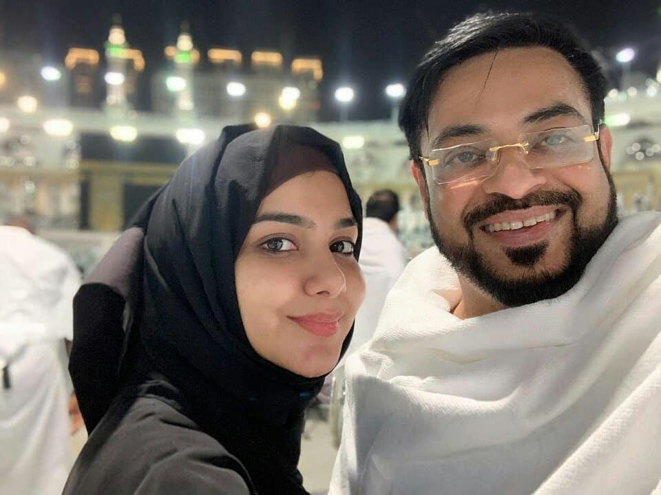New Photos of Amir Liaquat with his Wife Tuba Amir in Madina Munawara