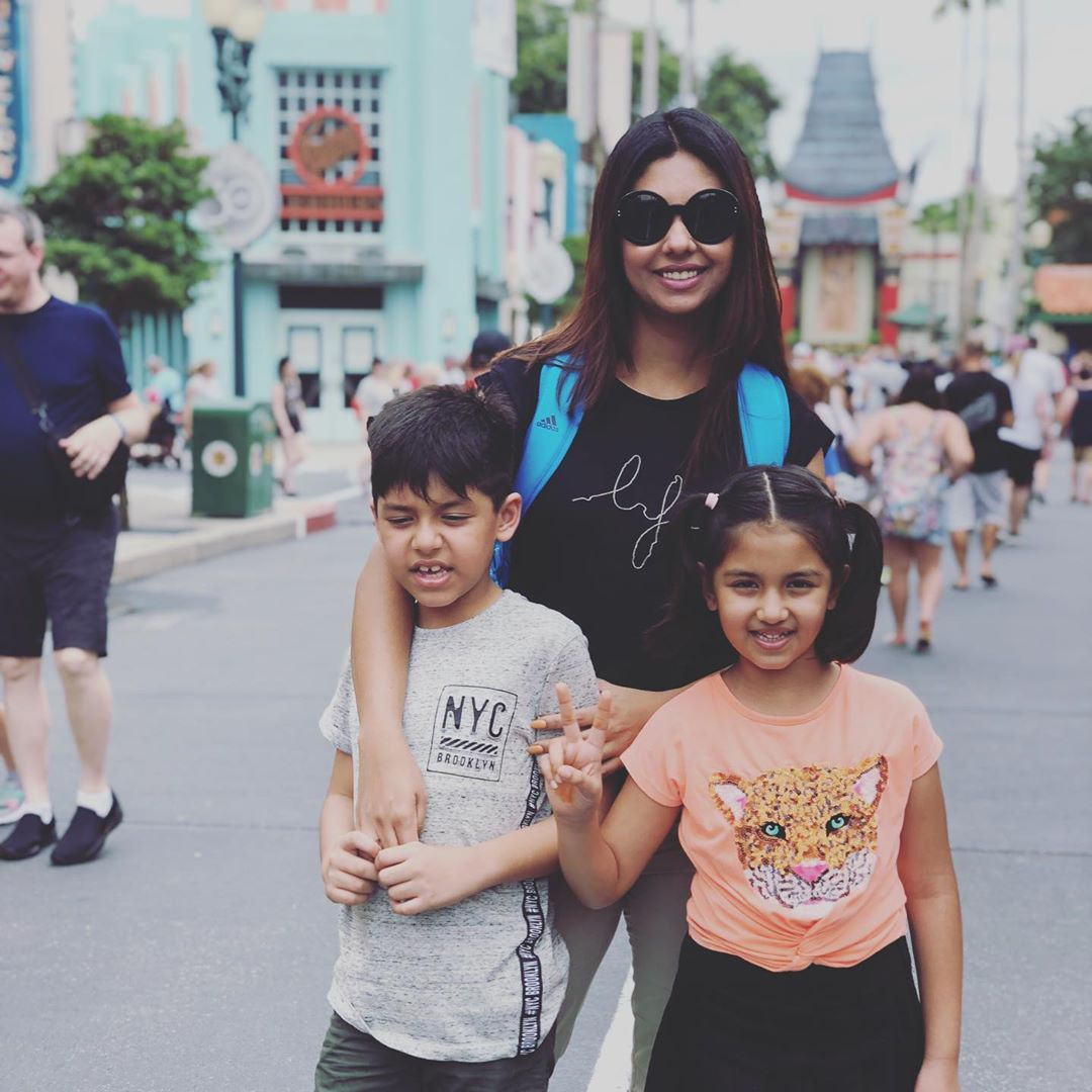 Awesome Photos of Sunita Marshall with her Kids in Disneyland USA