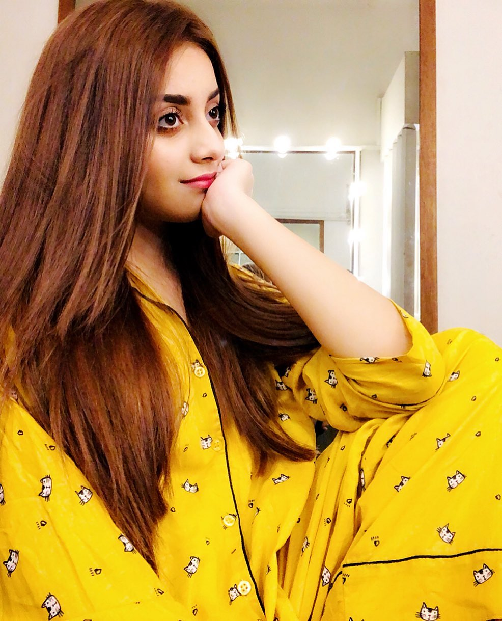 Awesome New Photos of Actress Alizeh Shah